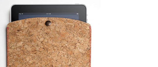 Eine iPad-Hülle aus Kork von Designer Ryan Frank und dem Londoner Musiklabel TAPE, gesehen auf InteriorPark.com