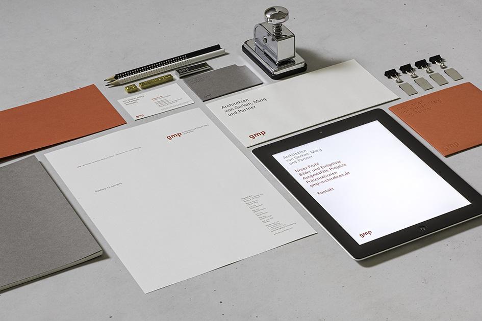 Das Corporate Design von gmp (von Gerkan, Marg und Partner) wurde mit dem Red Dot Award 2015 ausgezeichnet.