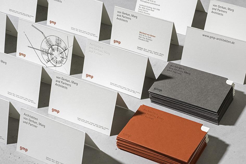 Corporate Design von gmp (von Gerkan, Marg und Partner) wurde mit dem Red Dot Award 2015 ausgezeichnet.