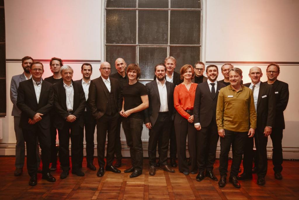 Das Gruppenbild: Jury, Nominierte und Preisträger des DETAIL Preis 2016 (Foto: Kathrin Heller, pixelanddot.com)