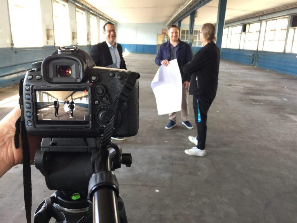 Einen Unternehmensfilm oder ein Imagevideo zu drehen ist harte Arbeit, macht aber auch viel Spaß! (Foto: Eric Sturm)