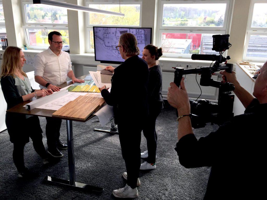 Filmaufnahmen während einer (echten) Bürobesprechung bei Gaus & Knödler Architekten in Göppingen (Foto: Eric Sturm)
