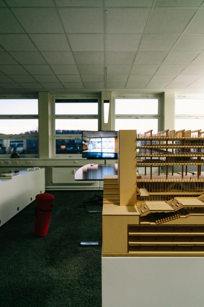 Architekturmodell im Großraumbüro (Foto: Gaus Architekten)