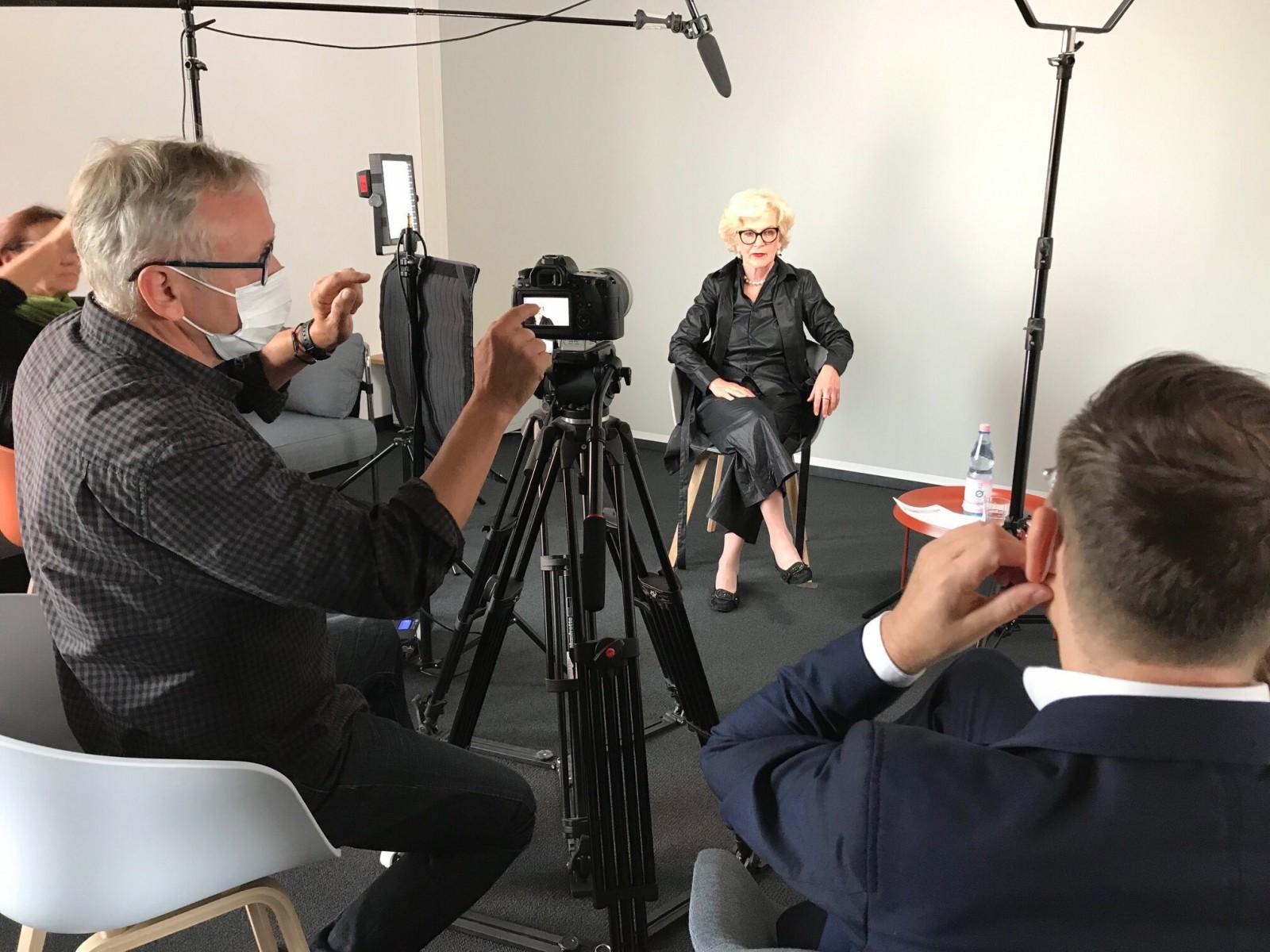 Drehtermin am Askanischen Platz: Produktion des Interview-Videos der Bundesarchitektenkammer zur HOAI im Juni 2020 (Foto: Cathrin Urbanek, BAK)
