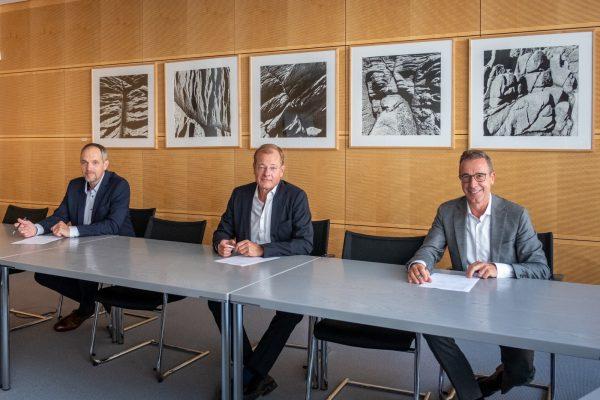Martin Falenski, Hauptgeschäftsführer der Bundesingenieurkammer (BIngK); Felix Pakleppa, Hauptgeschäftsführer des Zentralverband Deutsches Baugewerbe (ZDB); Dr. Tillman Prinz, Bundesgeschäftsführer der Bundesarchitektenkammer (BAK); Foto: Till Budde